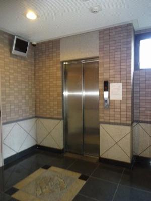 1階のエレベーターホールです