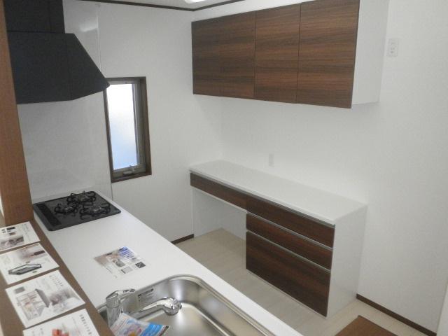 キッチンカウンター+上収納が装備されています!