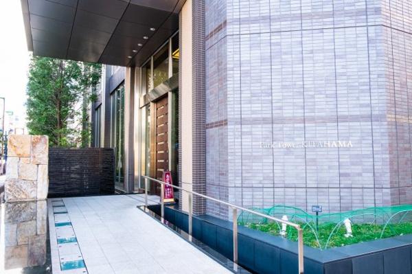 【外観】大阪城の石垣をモチーフにした大石が設えられ、ここからは外部からの視界が届かない聖域となります。