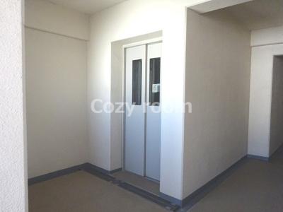 各フロアのエレベーターです