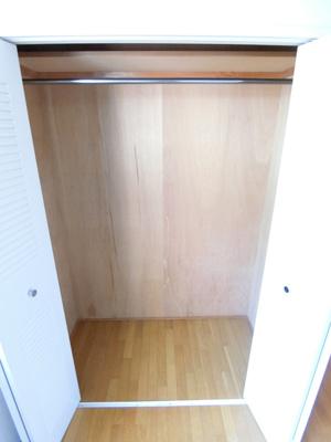 洋室5帖のお部屋にあるクローゼットです♪大切なお洋服もしわにならないようにハンガーがけができます☆