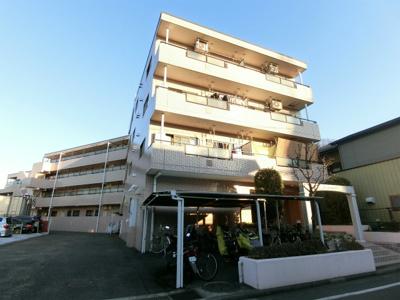 東急東横線「綱島」駅より徒歩10分!閑静な住宅地にある4階建てマンション♪スーパーやコンビニが近くて便利な住環境です☆