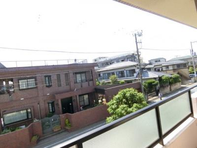 バルコニーからの眺望です♪2階にあるので人目が気にならないのが嬉しいですよね☆