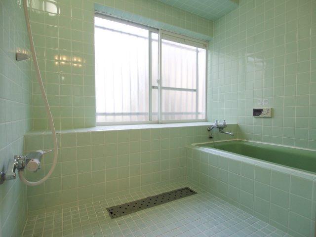 洗い場も広々としたお風呂です!