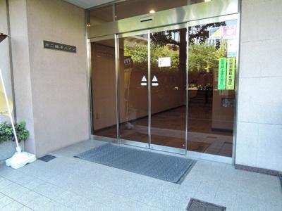 JR京浜東北線・根岸線「磯子」駅平坦徒歩5分、京浜急行線「屏風ヶ浦」駅徒歩7分 通勤時間の短縮でご家族と過ごす時間を増やす事が出来ます。