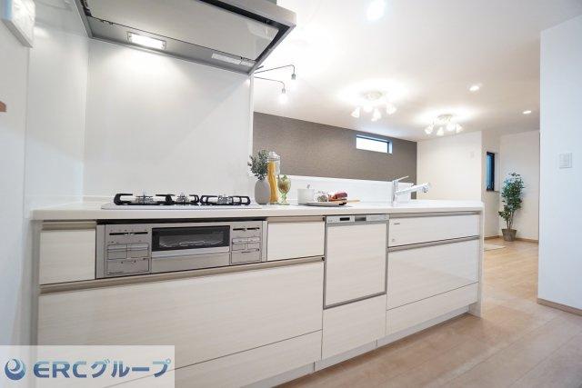 お片付けが非常にラクラクな食洗器付きのキッチンです。