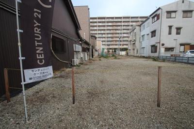 現地土地写真です。 建築条件なし。売土地 お好きなハウスメーカーさんで建築することができます♪