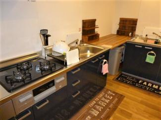 広い共用キッチンスペース。シェアハウス本厚木