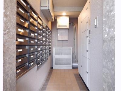 宅配ボックスが完備されていますので、不在時でも荷物の受け取りが可能です♪