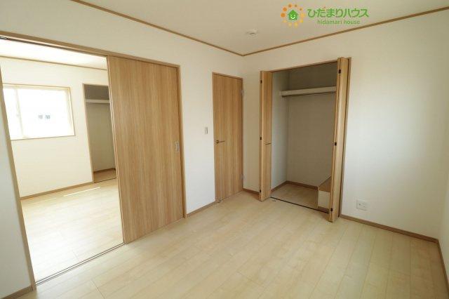 各部屋収納が完備されているので大きな収納家具を買い足さずに済みそうです。。