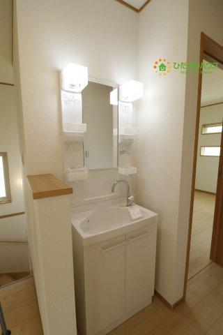 2階にも洗面台を完備しております!!