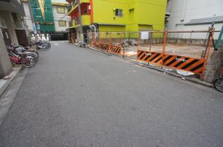 【前面道路含む現地写真】新宿区歌舞伎町2丁目 建築条件なし土地