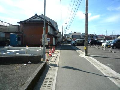 【前面道路含む現地写真】高知市水源町一戸建て