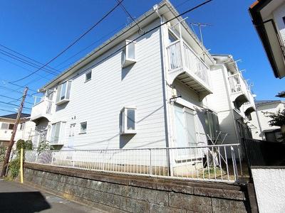 小田急線「百合ヶ丘」駅より徒歩6分!便利な立地の2階建てアパートです♪通勤通学はもちろん、お買い物やお出かけにもGood☆