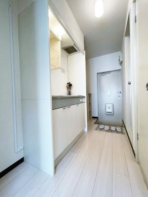 キッチンは1口IHクッキングヒーター♪IHは火を使わないので安心なうえ、お掃除もラクラク♪場所を取るお鍋やお皿もすっきり収納できます♪