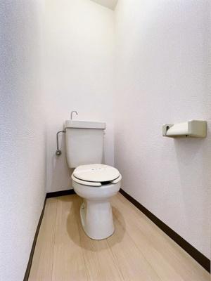 洋室6帖のお部屋にある3帖のロフトスペースです!ロフトスペースには窓があるので多用途に使用できます♪