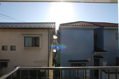 南側はお庭がありますので南側建物との距離があり日当たり良好です。