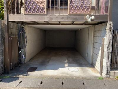 掘り込み車庫 高さ1.49m 1台駐車可能※車種制限あり
