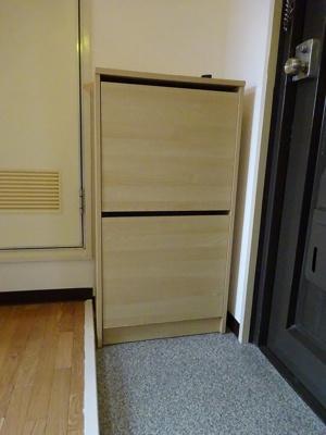 玄関先の便利な収納スペースです