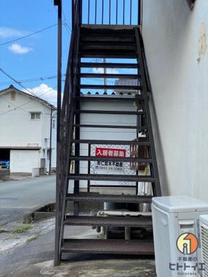2Fへ上がる階段です