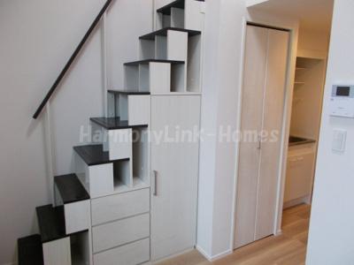 リアンジュ小岩の収納付き階段☆
