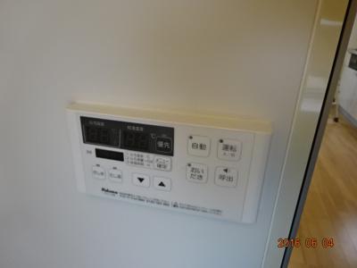 給湯のリモコン 追い炊き機能付き自動給湯があります。