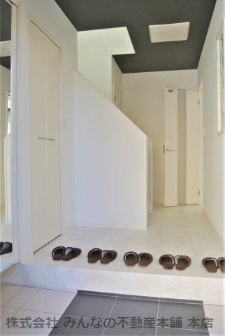シューズクロークのある玄関で大家族の靴もすっきり収納