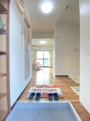 玄関から室内への景観です!キッチンの奥に洋室7帖のお部屋があります♪※参考写真※