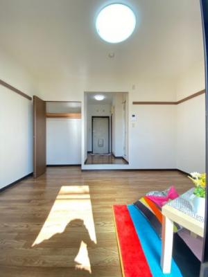 クローゼットのある南向き洋室7帖のお部屋です!お洋服の多い方もお部屋が片付いて快適に過ごせますね♪※参考写真※