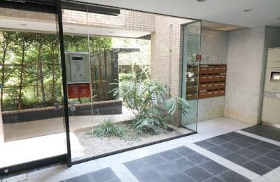 『パシフィックパレス荻窪』のエントランスホールです。 安心のオートロック&メールボックス&宅配BOXがございます^^