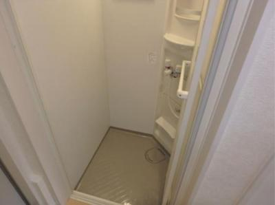 フェリスクォーツのさっと体を洗えるシャワールーム付です☆