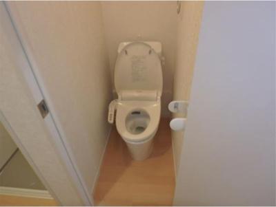フェリスクォーツの落ち着いたトイレです☆