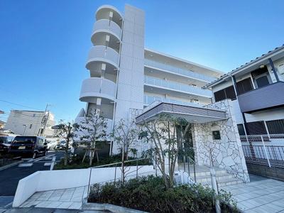 築浅!ペットOK♪ワンちゃんと一緒に暮らせる5階建てマンションです☆南武線「中野島」駅より徒歩3分の駅前物件!通勤通学はもちろん、お買い物やお出かけにもGood☆