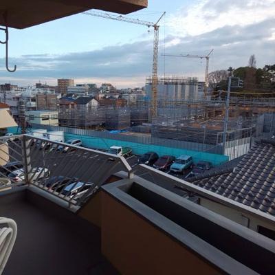 経堂ペアシティ301のバルコニーからの眺めです。