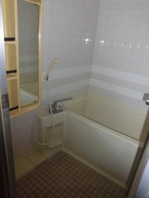 トイレと洗面台が別なので、お風呂を広く使えます。