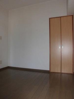 真ん中の洋室です。広さは4.5帖です。