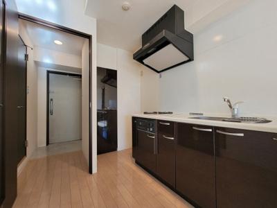 階数によって床、設備、建具の色が異なります。