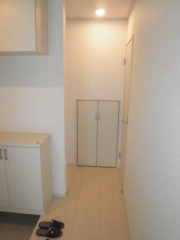 階段下を有効活用、便利な収納スペースです!