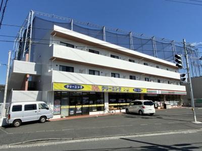 2沿線利用できる「日吉」駅にアクセス可能な最寄りバス停徒歩1分!スーパーやコンビニも近くて便利な住環境です☆