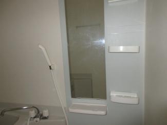 お風呂に鏡とラックがついているのでとても使い勝手の良い浴室となっております★