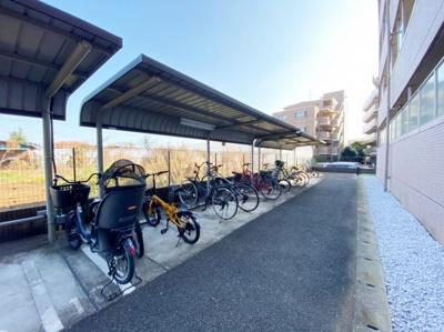 屋根付きの駐輪場で雨が降っても大切な自転車が濡れなくてすみますね♪荷物が重いときに自転車があれば助かりますね!バイク駐輪も有料にて相談可能です!お気軽にご相談ください☆