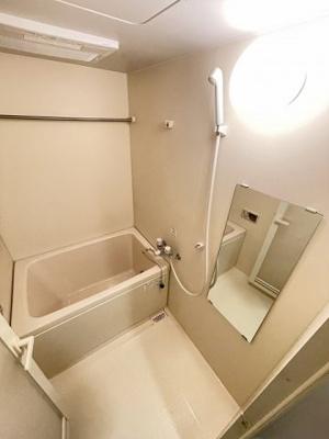 追い焚き機能・浴室暖房乾燥機付きバスルーム♪雨の日のお洗濯も安心ですね♪お風呂に浸かって一日の疲れもすっきりリフレッシュ♪
