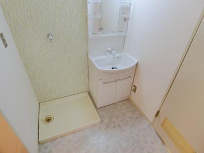 洗面所には室内洗濯機置場もあります