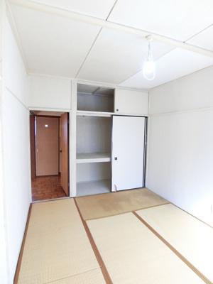 天袋付き押入れのある南東向き和室6帖のお部屋です!寝具をすっきり収納できるので和室は寝室にもオススメ☆