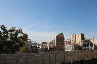 バルコニーからの眺望です。 前に高い建物がないので見晴らし良好ですよ♪