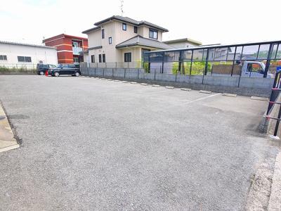 駐車場も完備。
