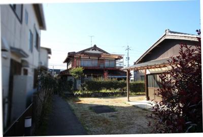 敷地内から昭和43年築の建物外観