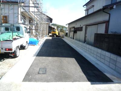 【前面道路含む現地写真】高知市万々新築戸建て