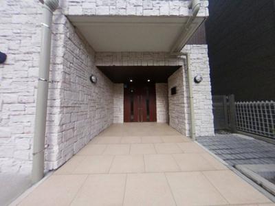 【玄関】築浅ハイクラスレジデンスが17,000円で入居可能!