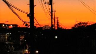 バルコニーからの夕方の展望です。富士山が見えます。